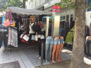 Straßenstand in der Innenstadt von Delmenhorst, Foto: Redaktion