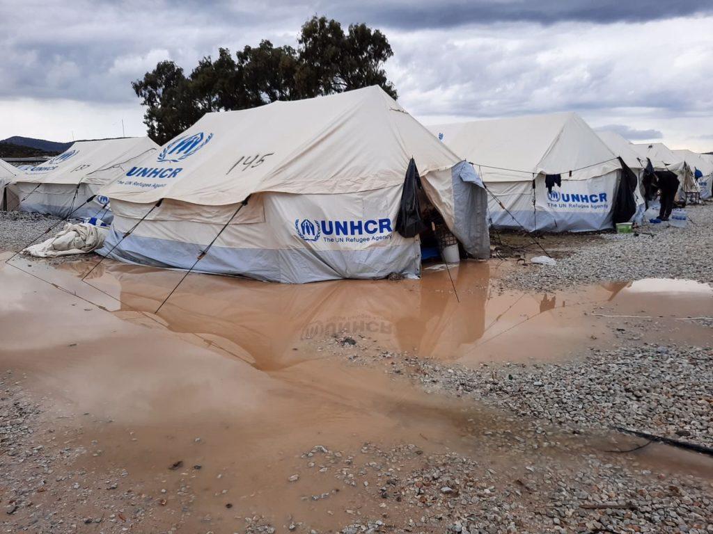 """Überschwemmungen im neuen Camp """"Kara Tepe""""."""